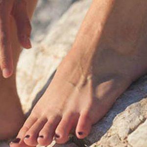 Cómo eliminar las durezas, callos y olor de pies en verano