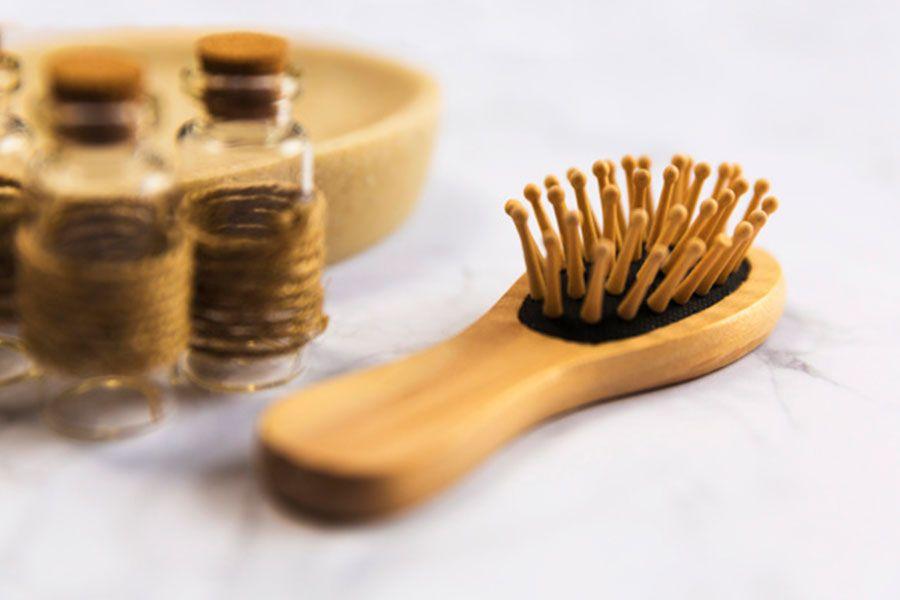 usar un buen cepillo contra la caida del cabello