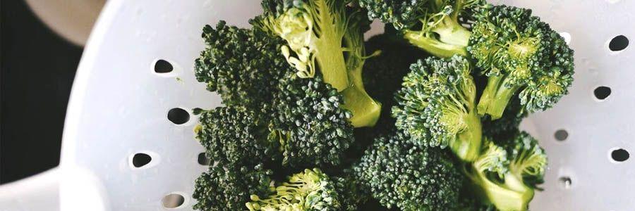 brocoli y otras verduras verdes para eliminar grasa y líquidos