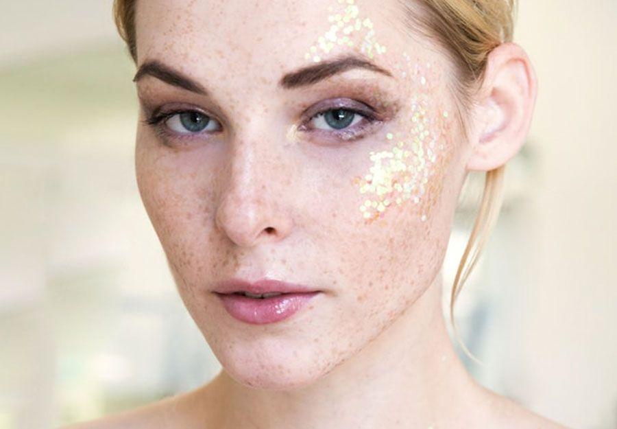 Ayuda a exfoliar la piel con un peeling facial